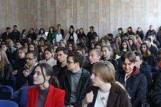Напередодні Нового року Факультет міжнародних відносин НАУ відзначає кращих студентів