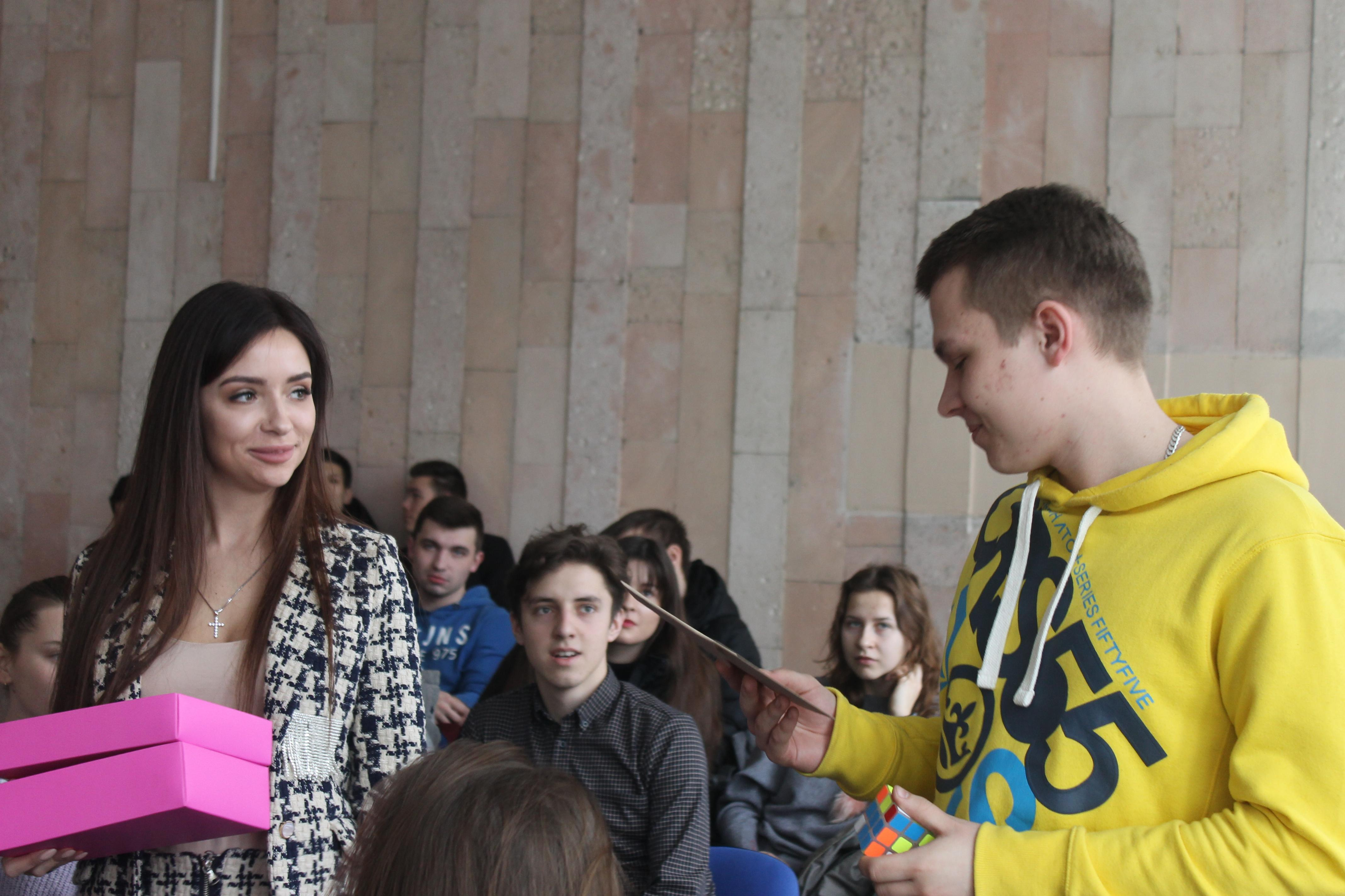 (Українська) Факультет міжнародних відносин відвідали громадська активістка Анастасія Герман та відома київська інстаграм — блогерка, Надін Медведчук