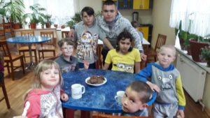 Факультет міжнародних відносин НАУ з нагоди травневих свят зібрав посилку вихованцям Сквирського дитячого будинку «Надія»