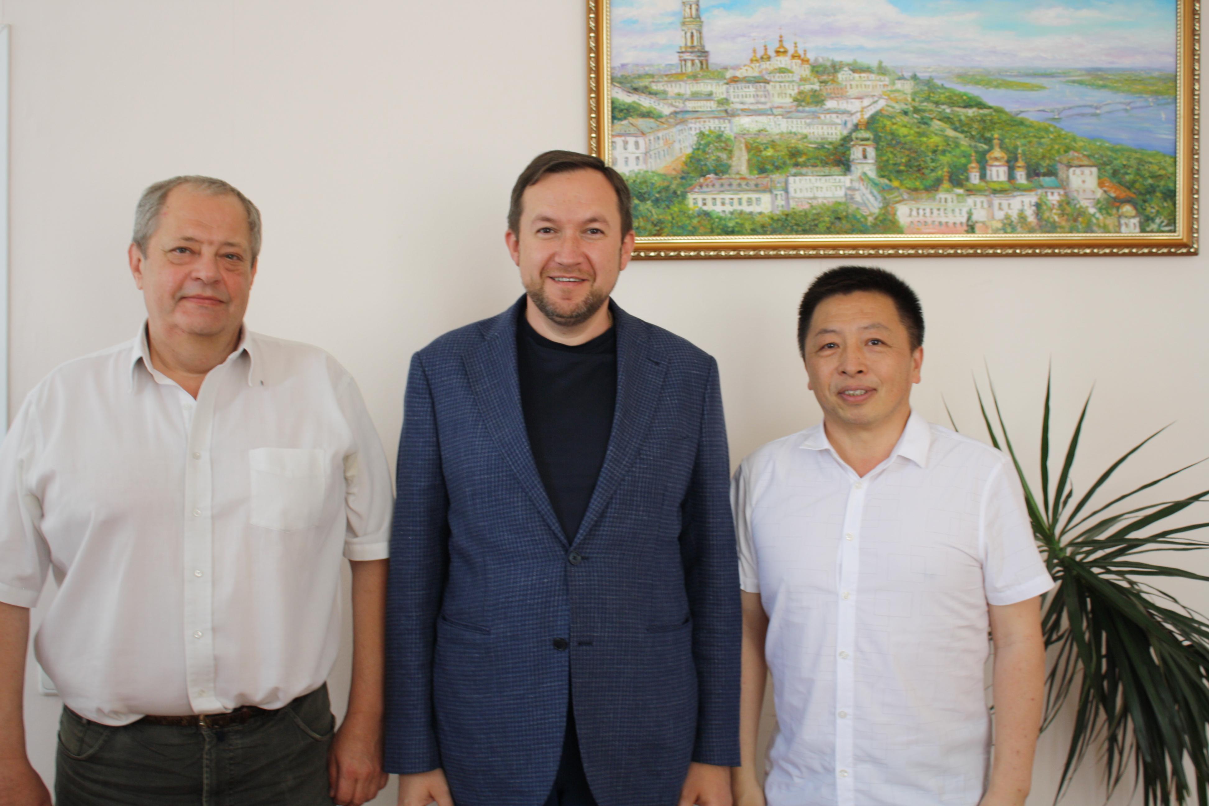 Відбулася робоча зустріч керівництва Факультету міжнародних відносин з представником Інституту Конфуція в Україні Сунь Кевень