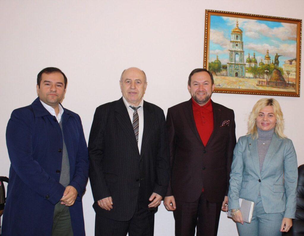 (Українська) Відбулася робоча зустріч декана факультету міжнародних відносин НАУ з Головою правління культурного центру «Сяйво»