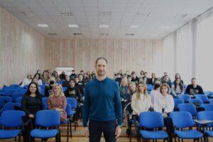 (Українська) Відбулась зустріч студентів факультету міжнародних відносин з Денисом Силантьєвим