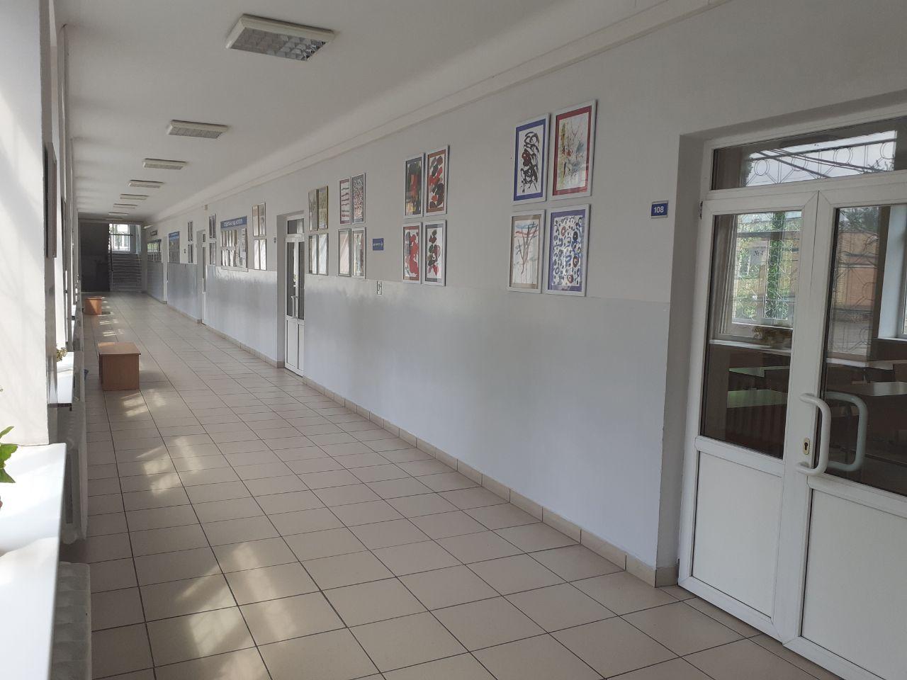 На Факультеті міжнародних відносин розпочала роботу виставка «Особливе мистецтво»
